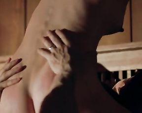 Lara Phillips  nackt