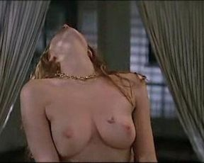 Nadia Fares, Stefania Rocca nude – Poliziotti (1994)