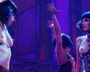 Gina Gershon, Elizabeth Berkley nude – Showgirls (1995)