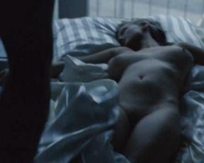 Joanna Kulig nude – Sroda czwartek rano (2007)