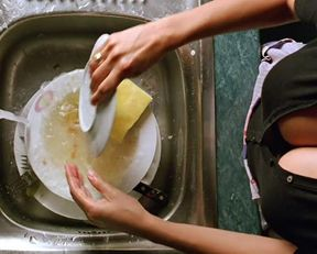 Penelope Cruz, Yohana Cobo naked – Volver (2006)