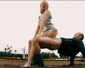 Amy Smart naked - Crank 2: High Voltage (2009, labia-slip)