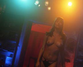 Shameless nude - Season 8, Episode 4