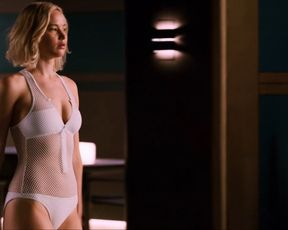 Jennifer Lawrence boobs - Passengers (2016)