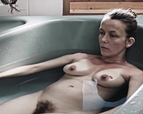 Chloe Andre nude - Les Naufrages (2015)