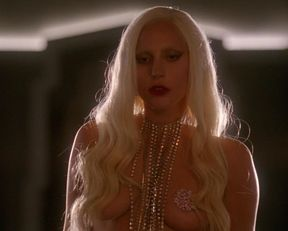 Lady Gaga, Chasty Ballesteros sexy – American Horror Story s05e01 (2015)