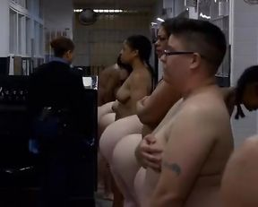 Taylor Schilling nude – Orange is the New Black s02e01 (2014)