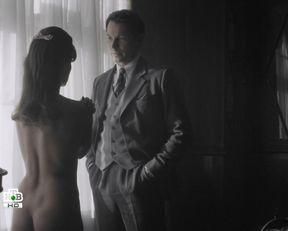 Olga Pavlovets nude – Nashe schastlivoe zavtra s01e02 (2016)
