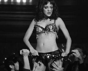 Penelope Cruz, Marion Cotillard, Fergie hot – Nine (2009)