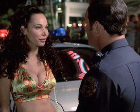 Sofía Vergara sexy, Nathalie Rose sexy – Big Trouble (2002)