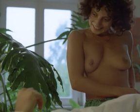 Adriana Altaras nude – Das Mikroskop (1988)