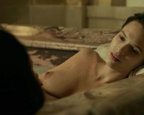 Anna Brewster nude – Versailles s02e01 (2017)