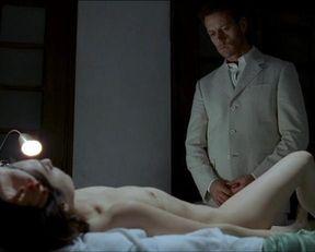 Amira Casar nude – Anatomie de l'enfer (2004)