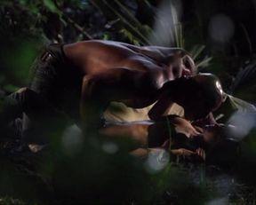 Serinda Swan sexy – Creature (2011)