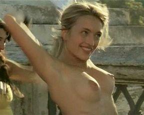 Carolina Crescentini nude, Serena Autieri nude – Notte Prima degli Esami Oggi (2007)