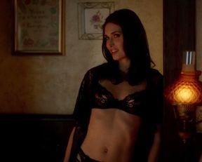 Karolina Wydra sexy – True Blood s07e06 (2014)