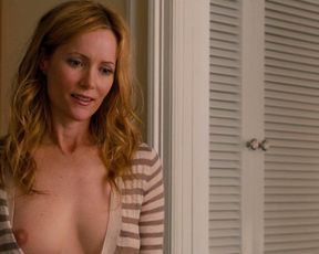 Leslie Mann topless – This Is 40 (2012)