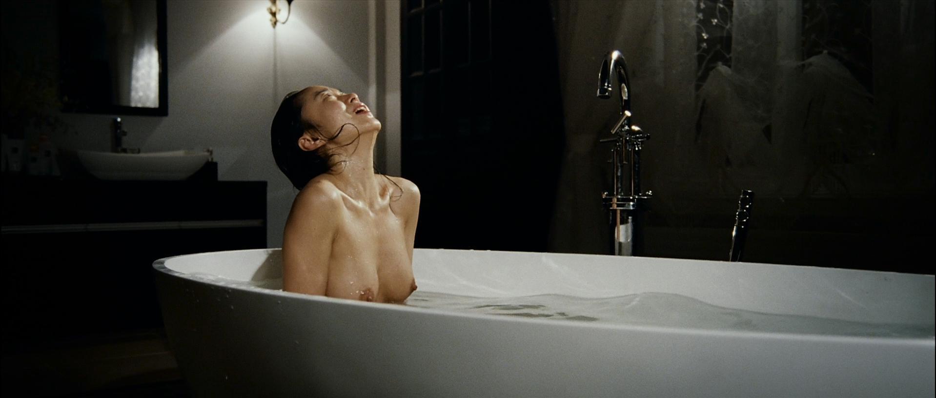 Do-yeon Jeon, Woo Seo naked – The Housemaid (2010)