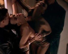 Brandy Ledford, Kristy Swanson sexy – Zebra Lounge (2001)