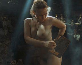 Darya Ekamasova nude – Zhila bila odna baba (2011)